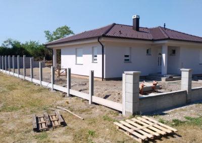 Postavljanje montažne kuće, ograde i polaganje tlakovaca, opločnika - Sračinec (5)