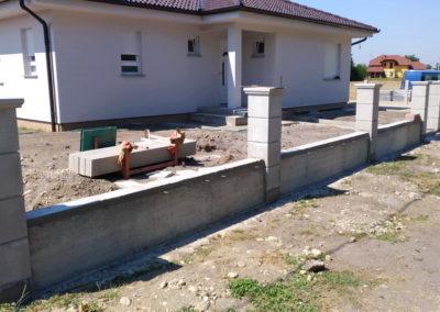 Postavljanje montažne kuće, ograde i polaganje tlakovaca, opločnika - Sračinec (6)